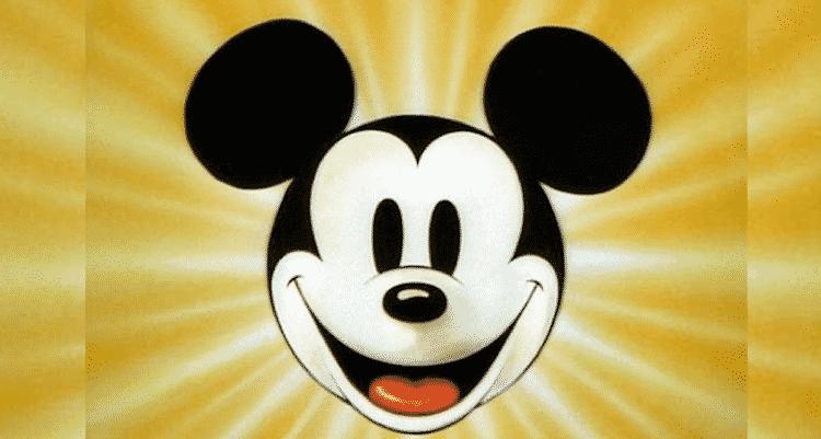 Para celebrar os 90 anos de Mickey, Panini lança álbum histórico do personagem