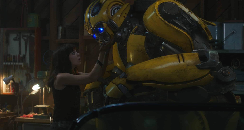 Bumblebee – Hailee Steinfeld é salva em cena inédita