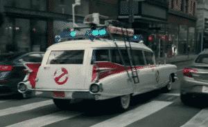 Walmart usa carros famosos do cinema em novo comercial promovendo serviço de retirada em suas lojas nos Estados Unidos 5