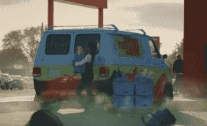 Walmart usa carros famosos do cinema em novo comercial promovendo serviço de retirada em suas lojas nos Estados Unidos 13
