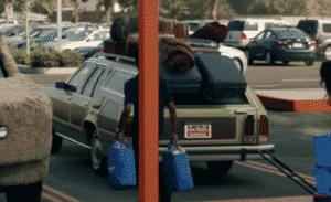 Walmart usa carros famosos do cinema em novo comercial promovendo serviço de retirada em suas lojas nos Estados Unidos 7