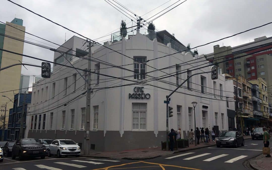Cine Passeio e a volta do cinema de rua em Curitiba