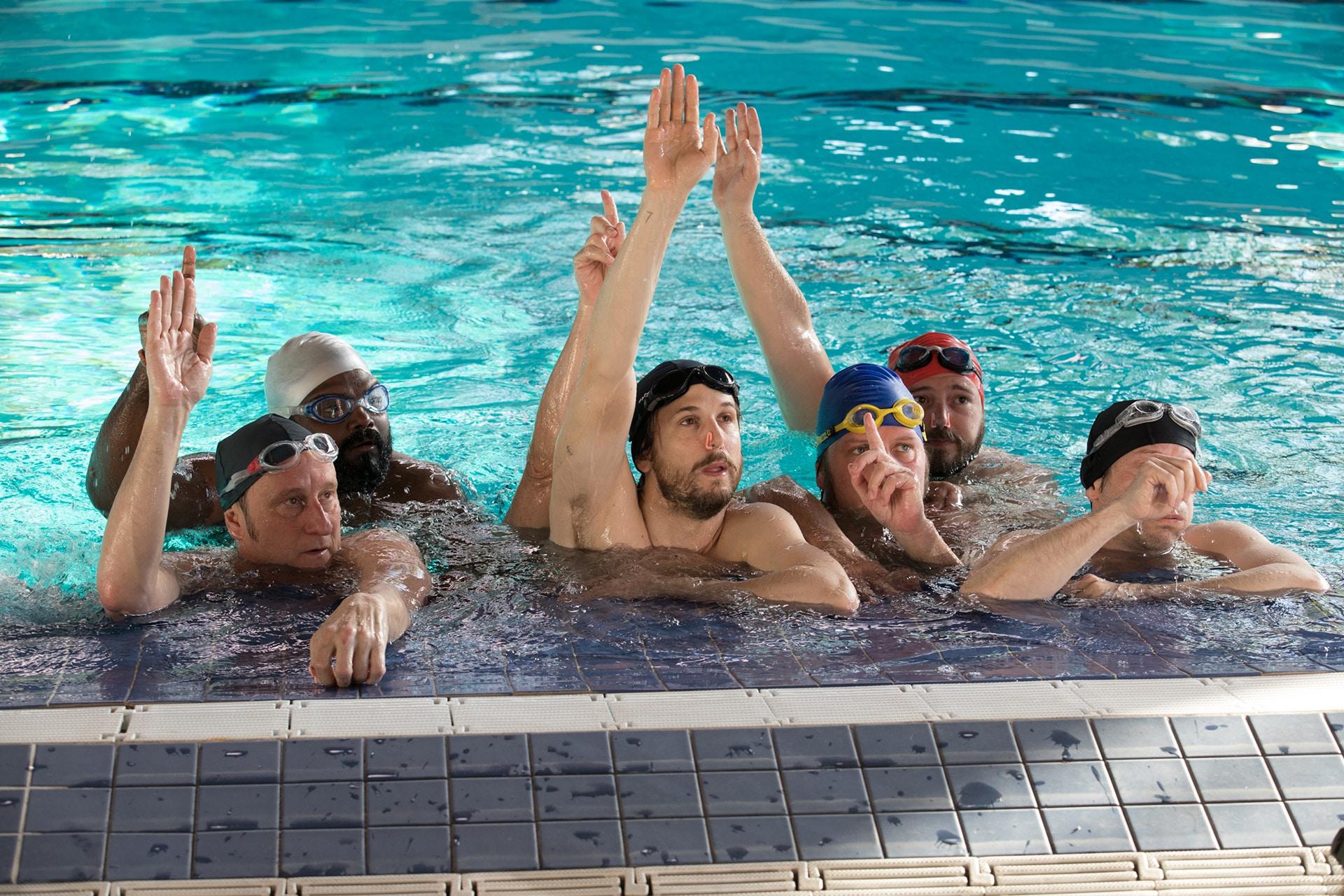 Um Banho de Vida, comédia francesa que estreia em 21 de março no Brasil, tem nova cena inédita divulgada