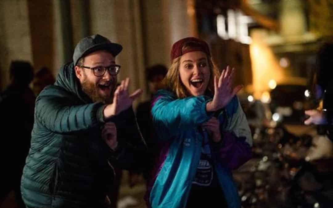 Paris Filmes divulga novo trailer de Casal Improvável, comédia com Seth Rogen e Charlize Theron