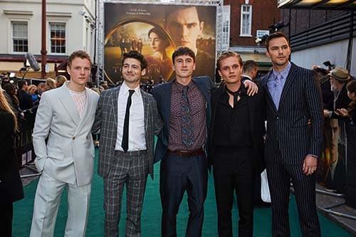 Confira as fotos do elenco de Tolkien em Londres 6
