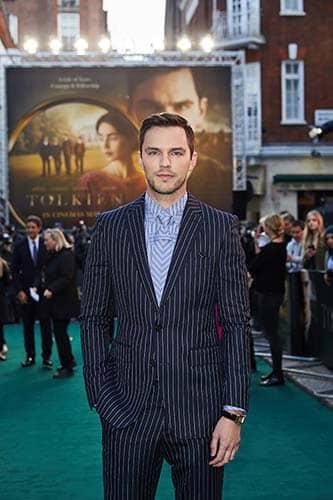 Confira as fotos do elenco de Tolkien em Londres 4