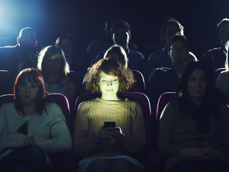 A Era da Falta de Educação nos Cinemas 1