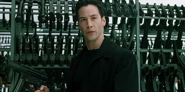 Keanu Reeves como Neo em cena de Matrix (The Matrix, 1999)