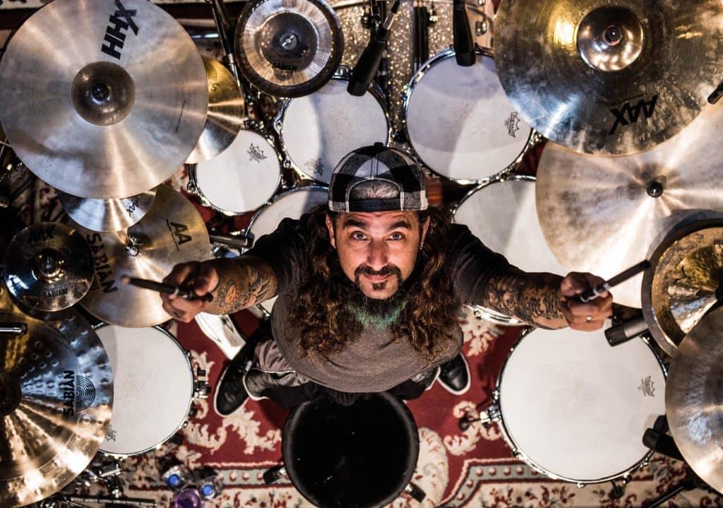 O lendário baterista Mike Portnoy estará em Curitiba em turnê conjunta com o Noturnall 2
